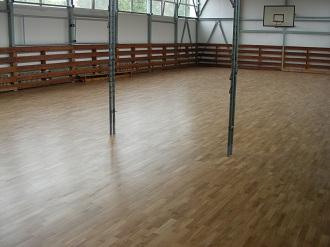 montaż podłogi na sali sportowej - realizacja Melagu
